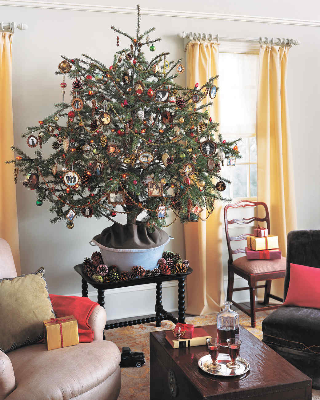 Pinecone Christmas Tree