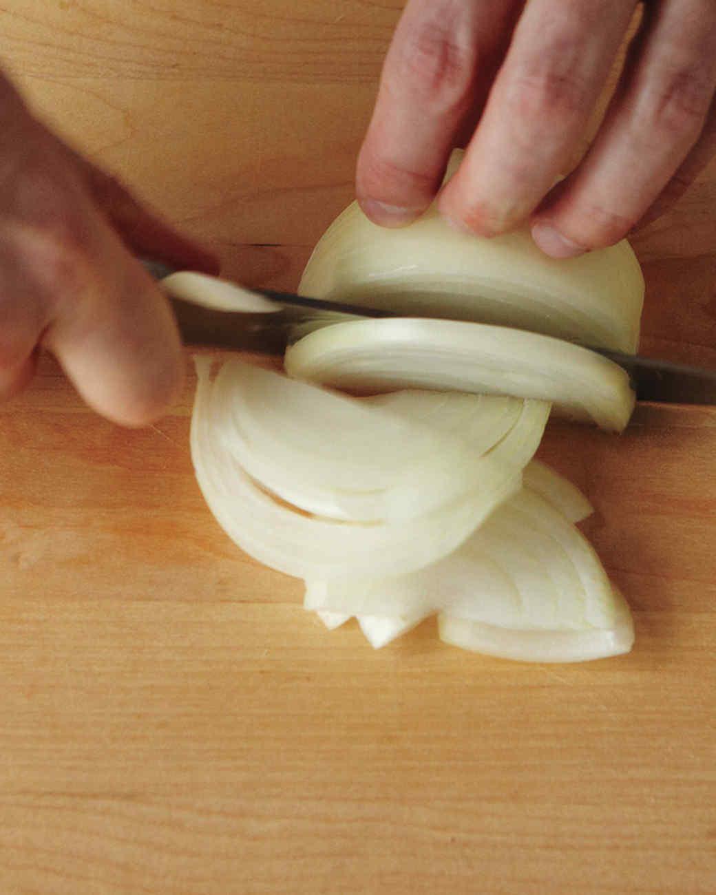 onion-slice-2-med108359.jpg