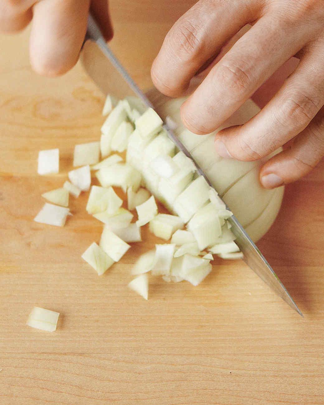 onions-dice-3-med108359.jpg