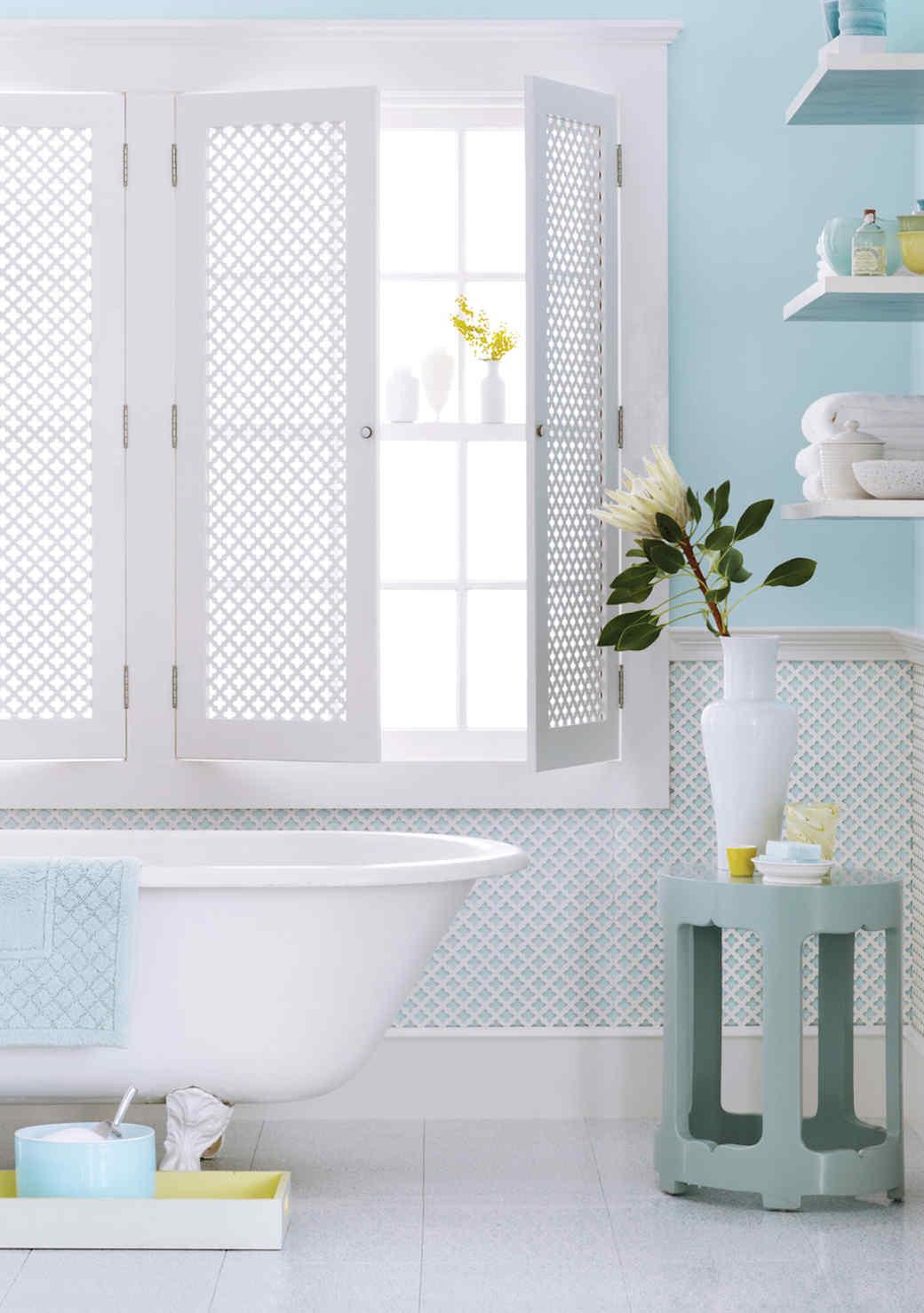 blue-white-bathroom-1016.jpg (skyword:349547)