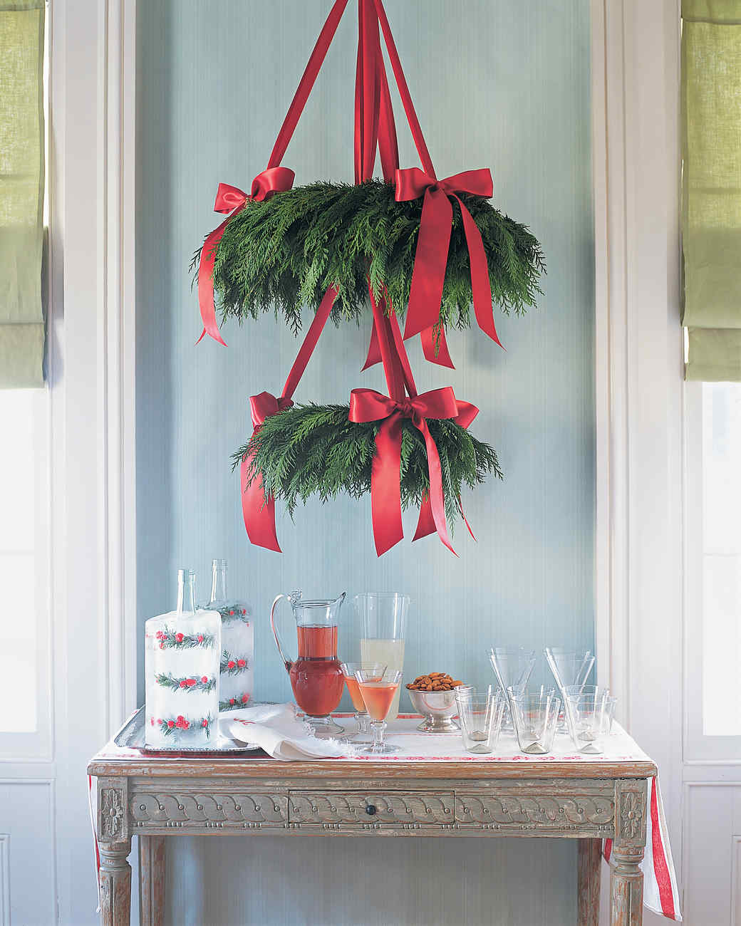 simple wreath chandelier - How To Decorate A Chandelier For Christmas