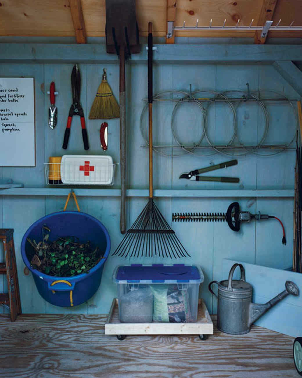 Shed How-To: Wooden Tray with Casters