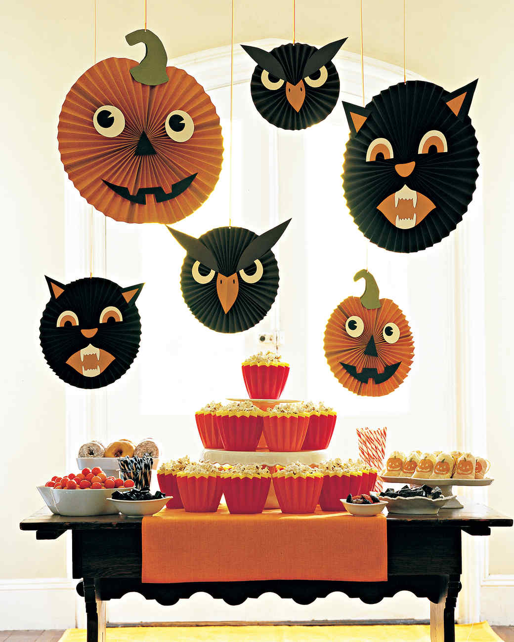 halloween decorating and craft templates martha stewart - Halloween Cat Decorations