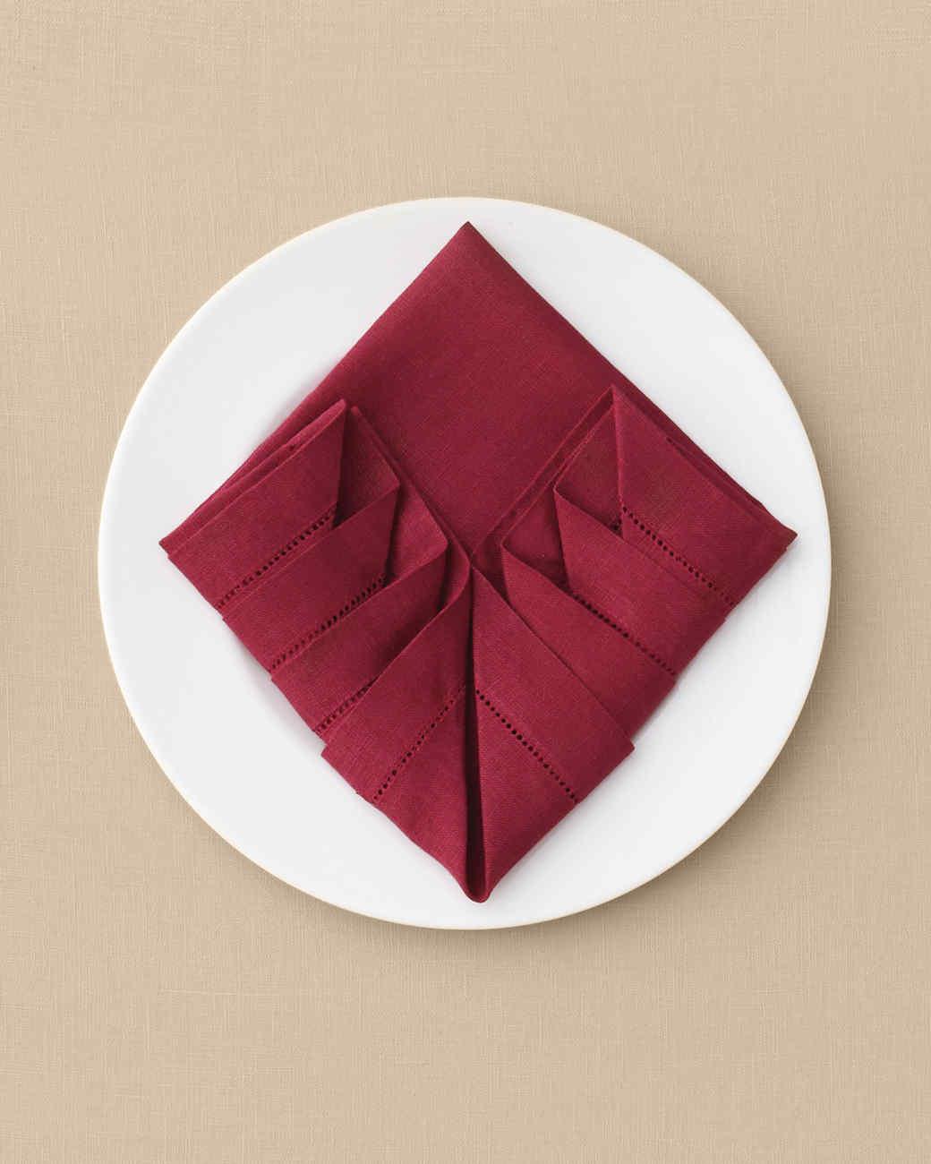 napkin-pleated-mwd110589.jpg