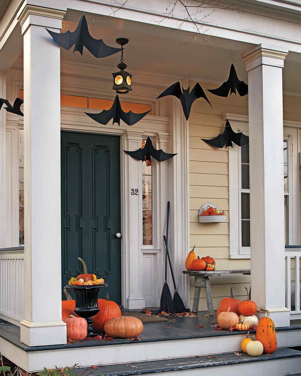 Halloween Outdoor Decorations Part - 25: Hanging Bats