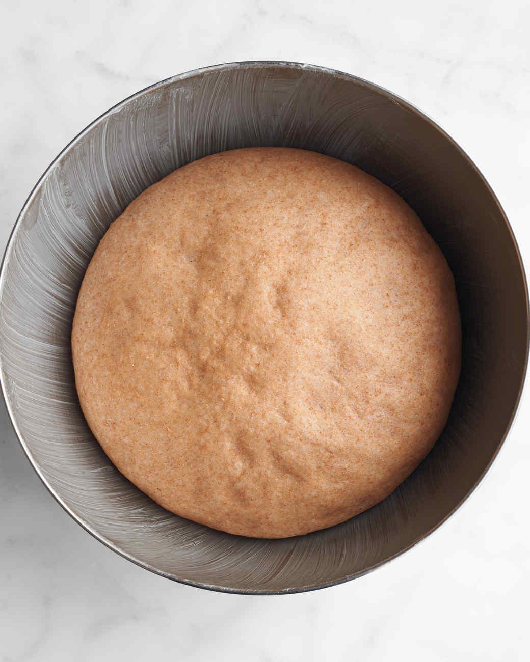 sticky-buns-125-md110606.jpg