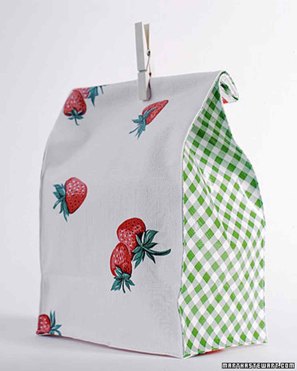 a98535_0701_strawberrybag.jpg