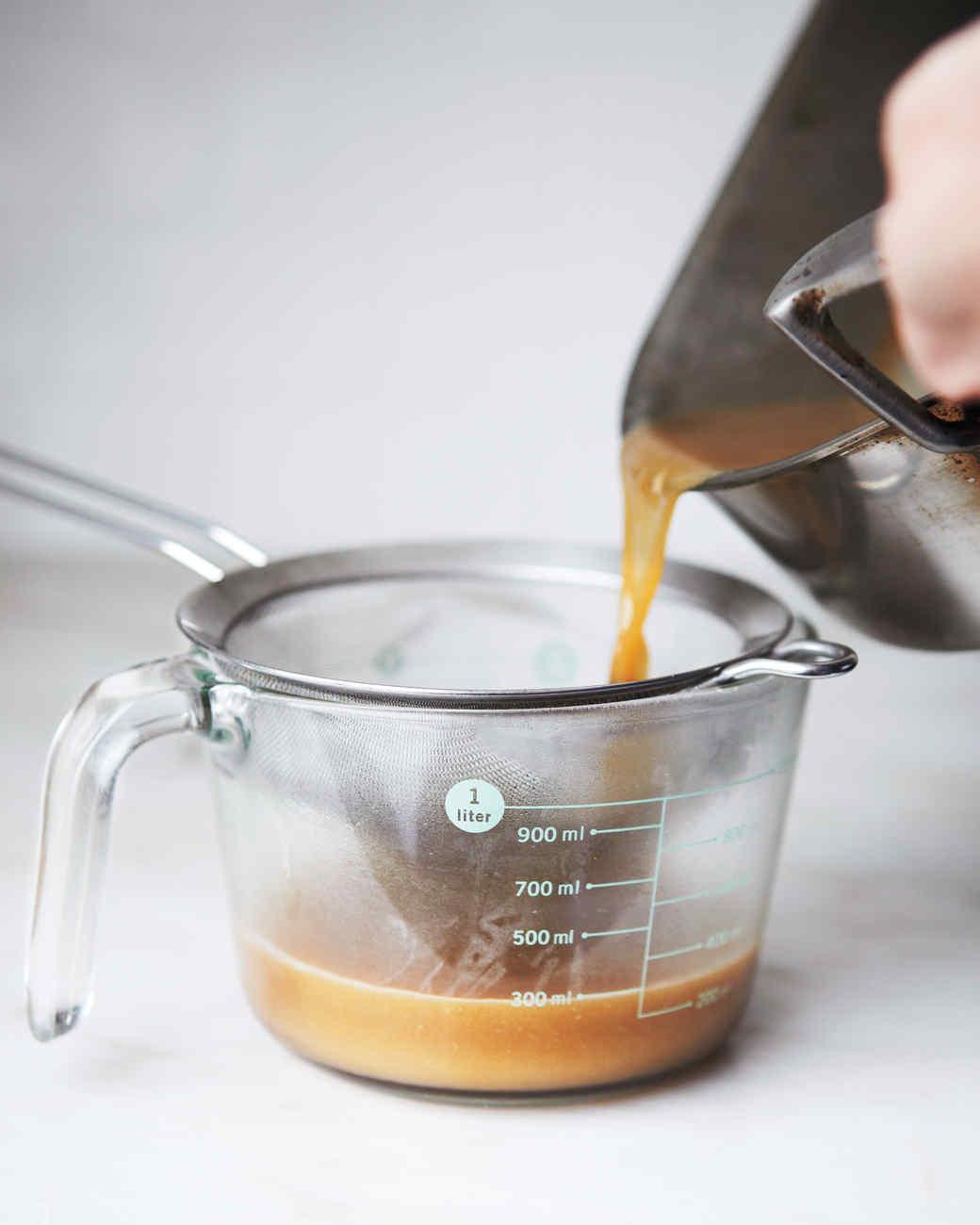 gravy-how-to-185-md110559.jpg