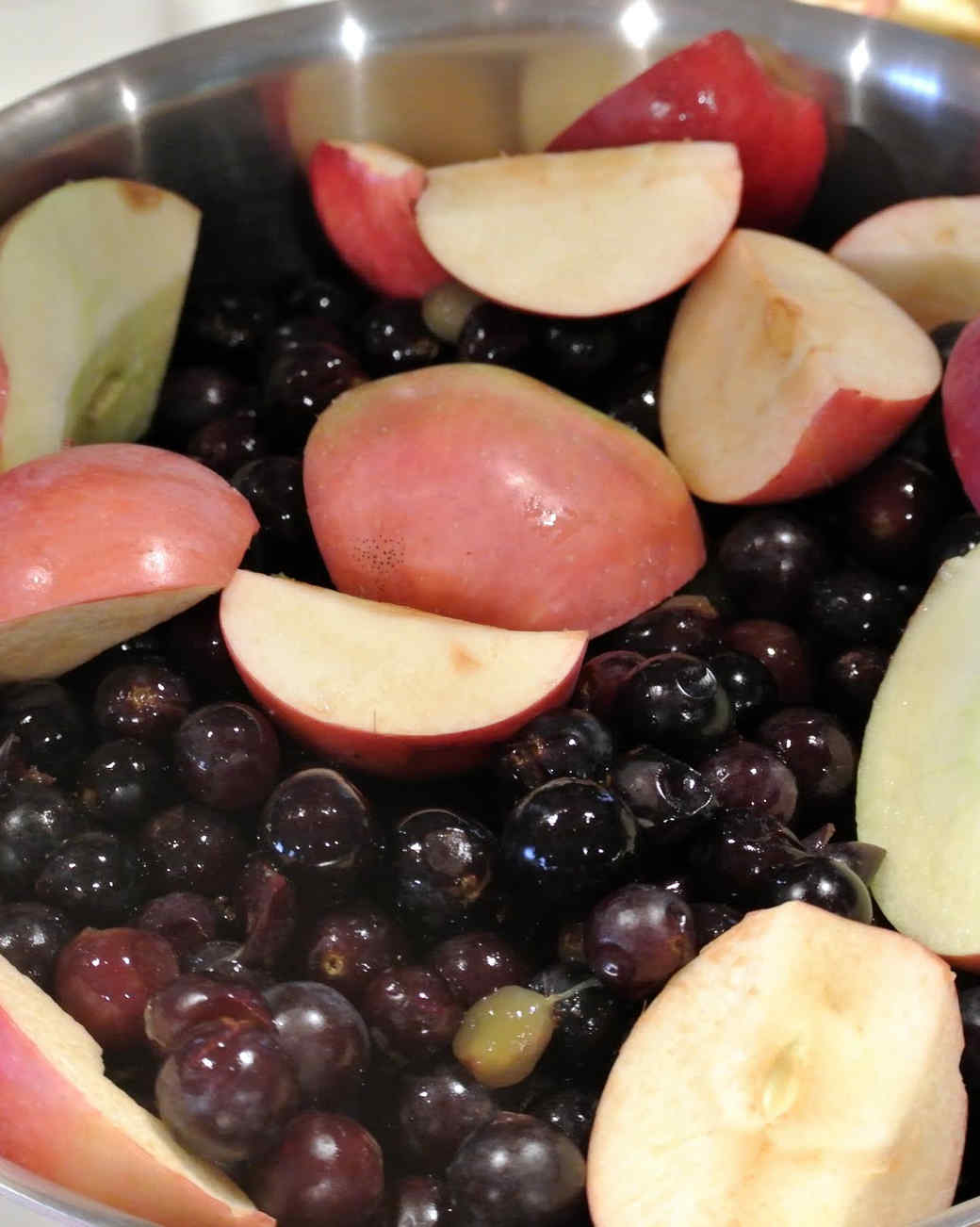 making-grape-jelly-apples.jpg