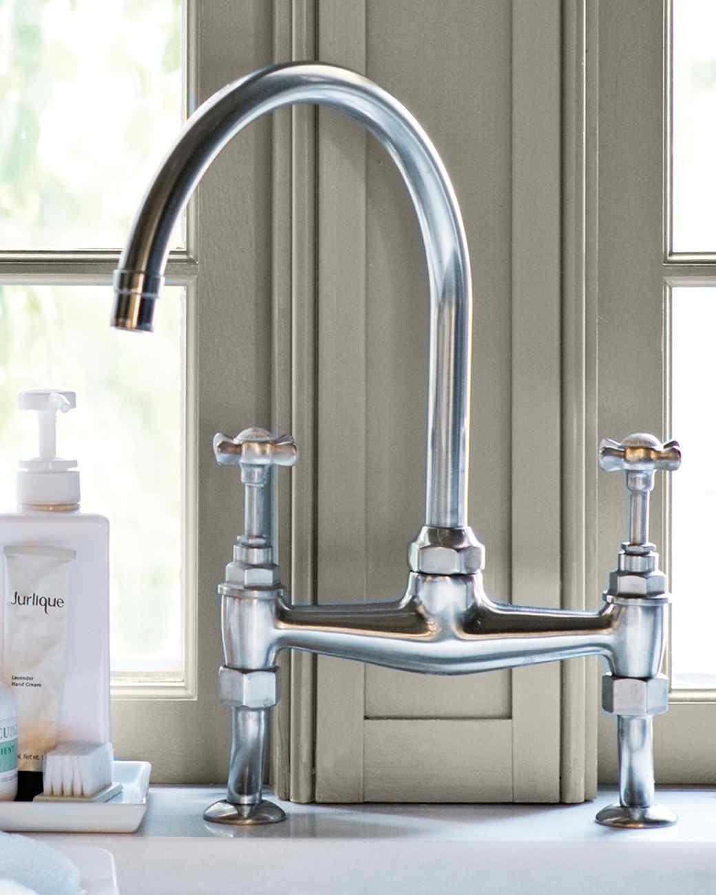 md106031_0910_sink_faucet.jpg