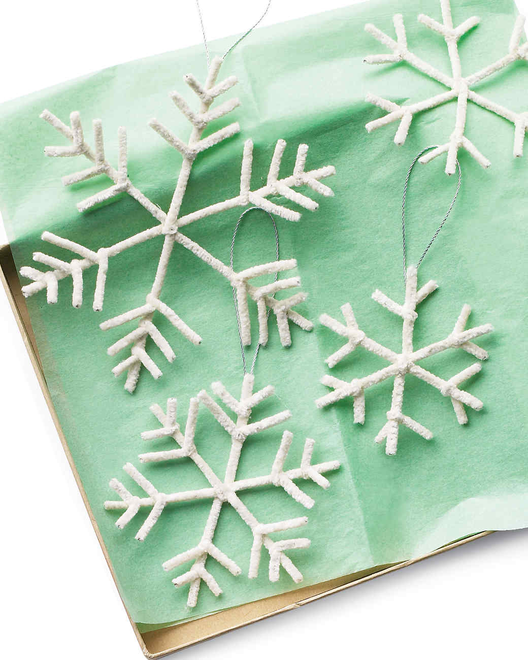 Easy christmas crafts martha stewart pipe cleaner snowflake ornament solutioingenieria