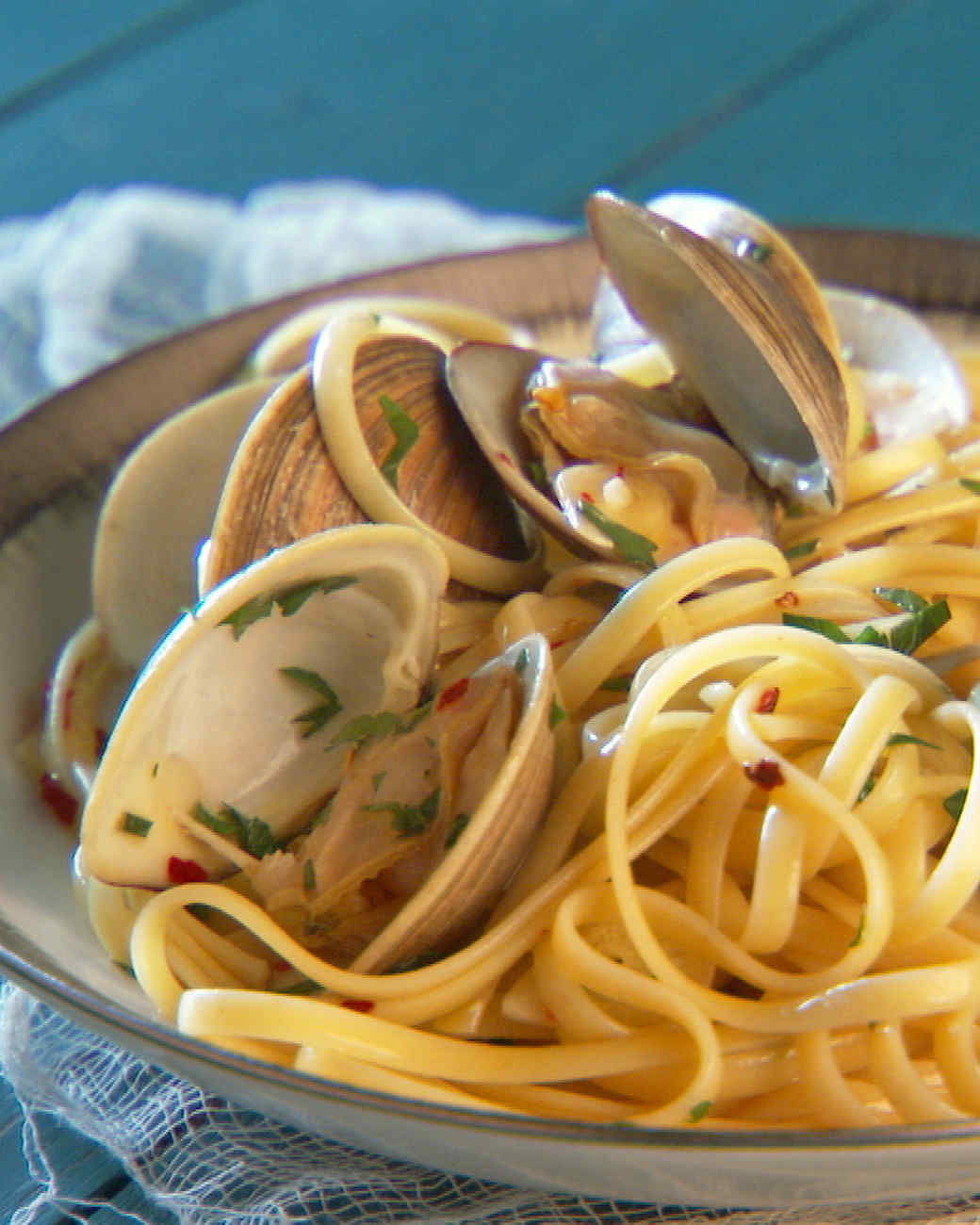 mh_1019_linguine_and_clams.jpg