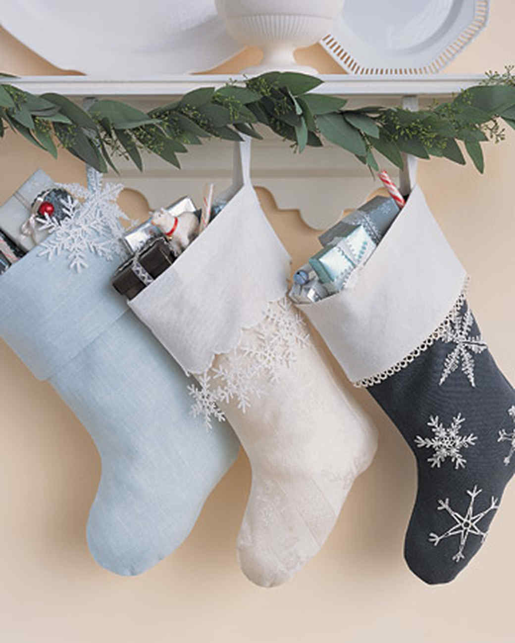 ml212_1202_frosty_stocking.jpg