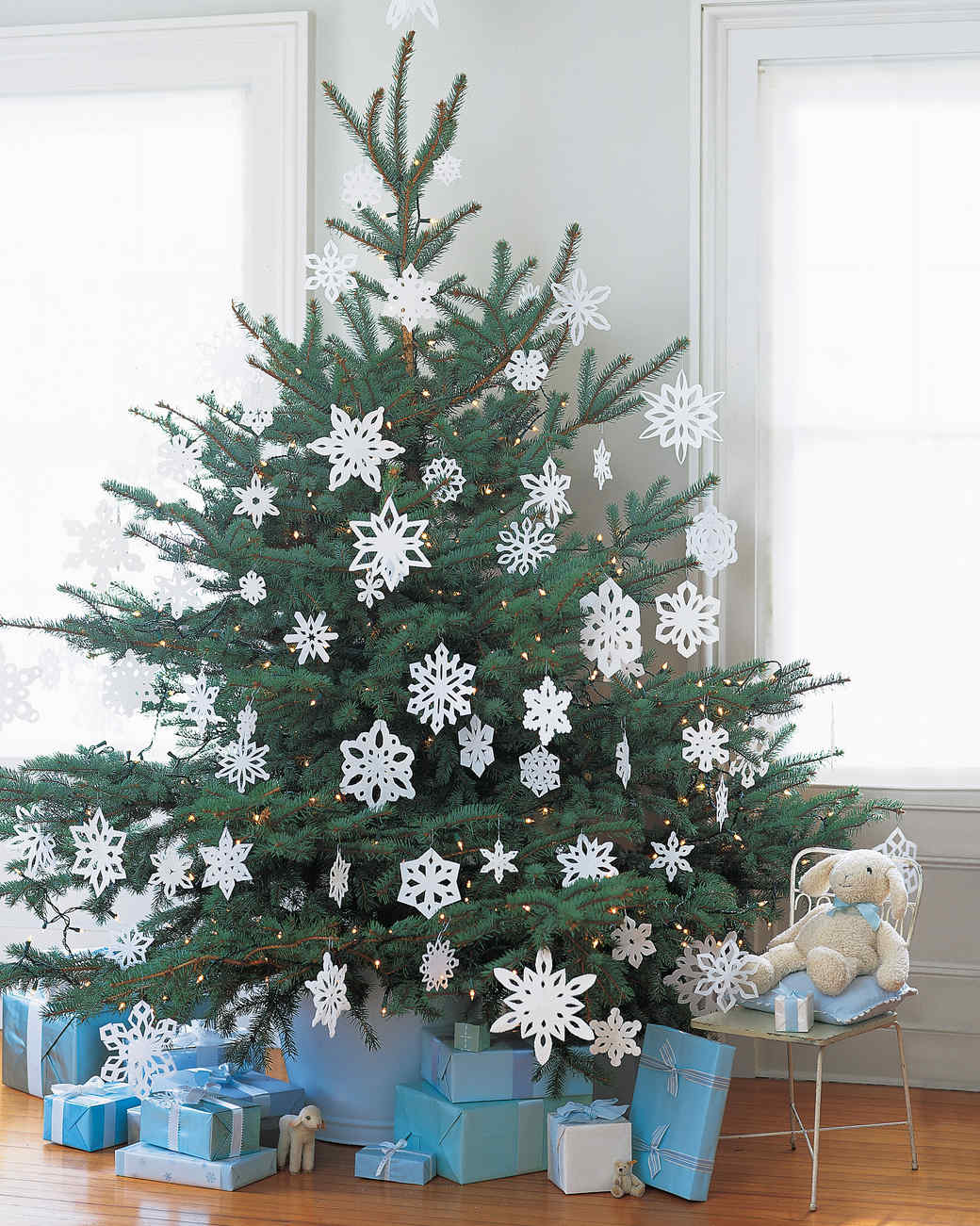 Our Prettiest Paper Snowflake Ideas (Plus Free Templates) | Martha Stewart