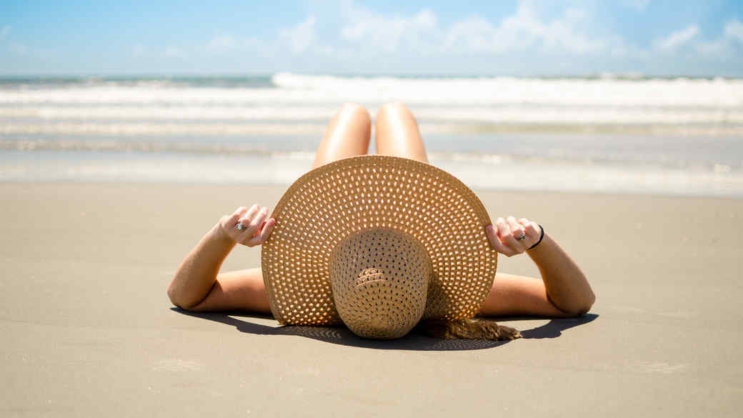 Woman-laying-on-beach