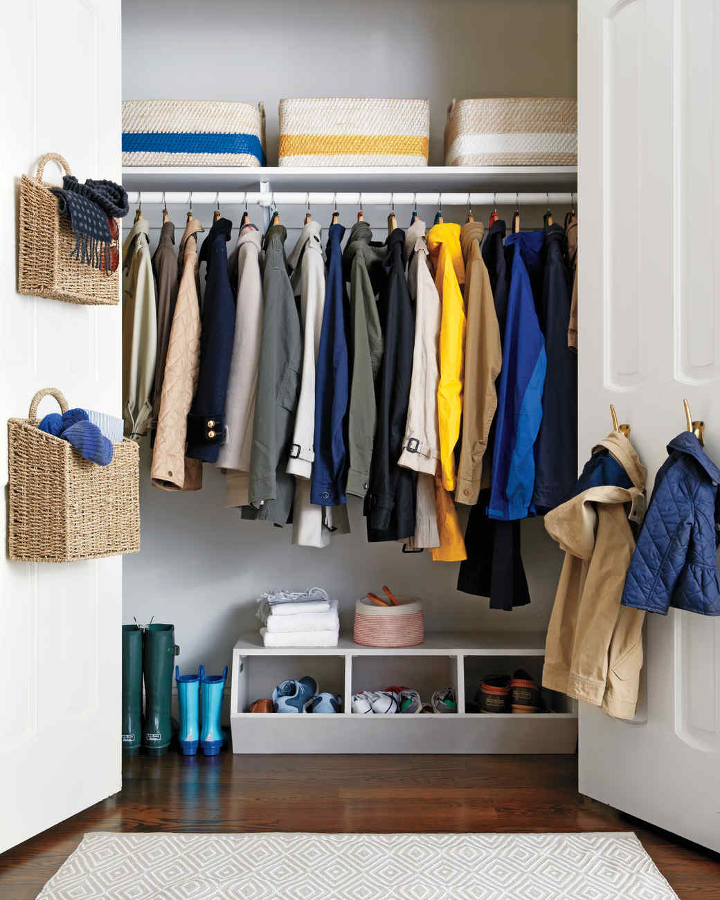 Merveilleux Easy Steps To Organize The Coat Closet