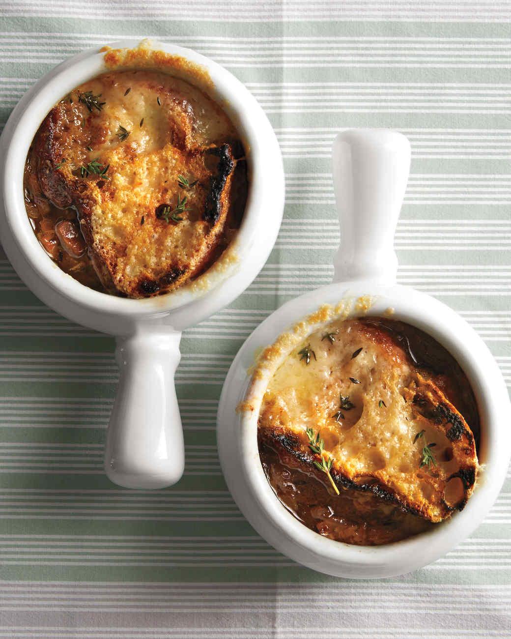 fr-onion-mshr-soup-md110878.jpg
