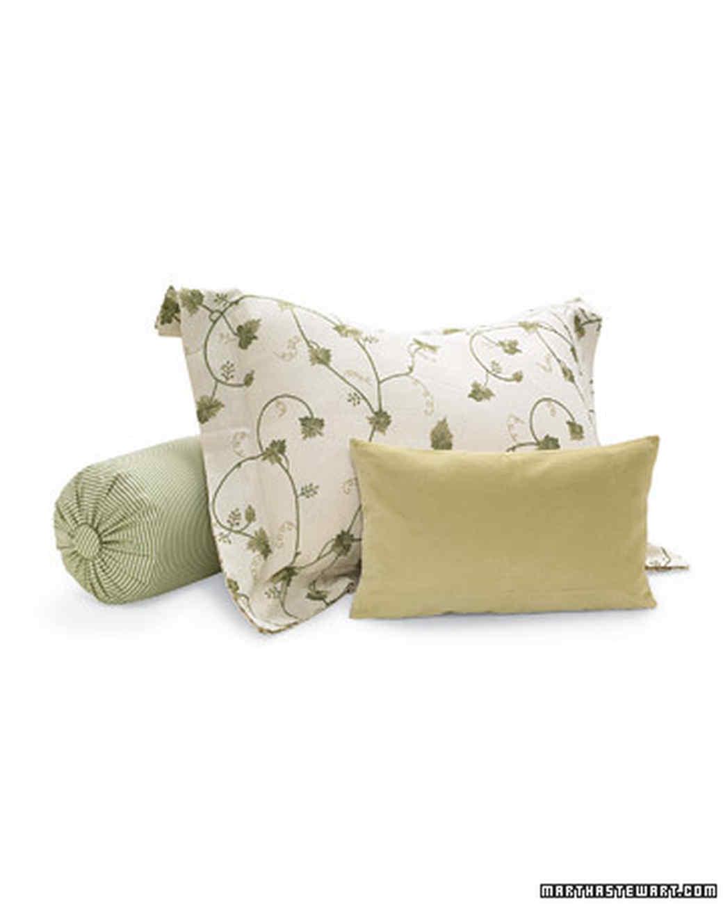 msl_sept06_decorate_pillows_l.jpg