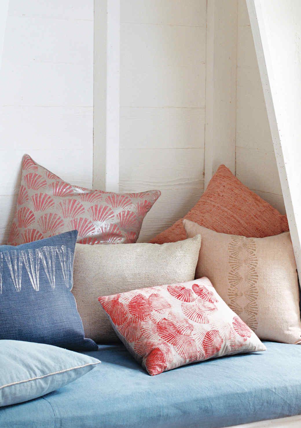 throw-pillows-seashell-1016.jpg (skyword:349123)