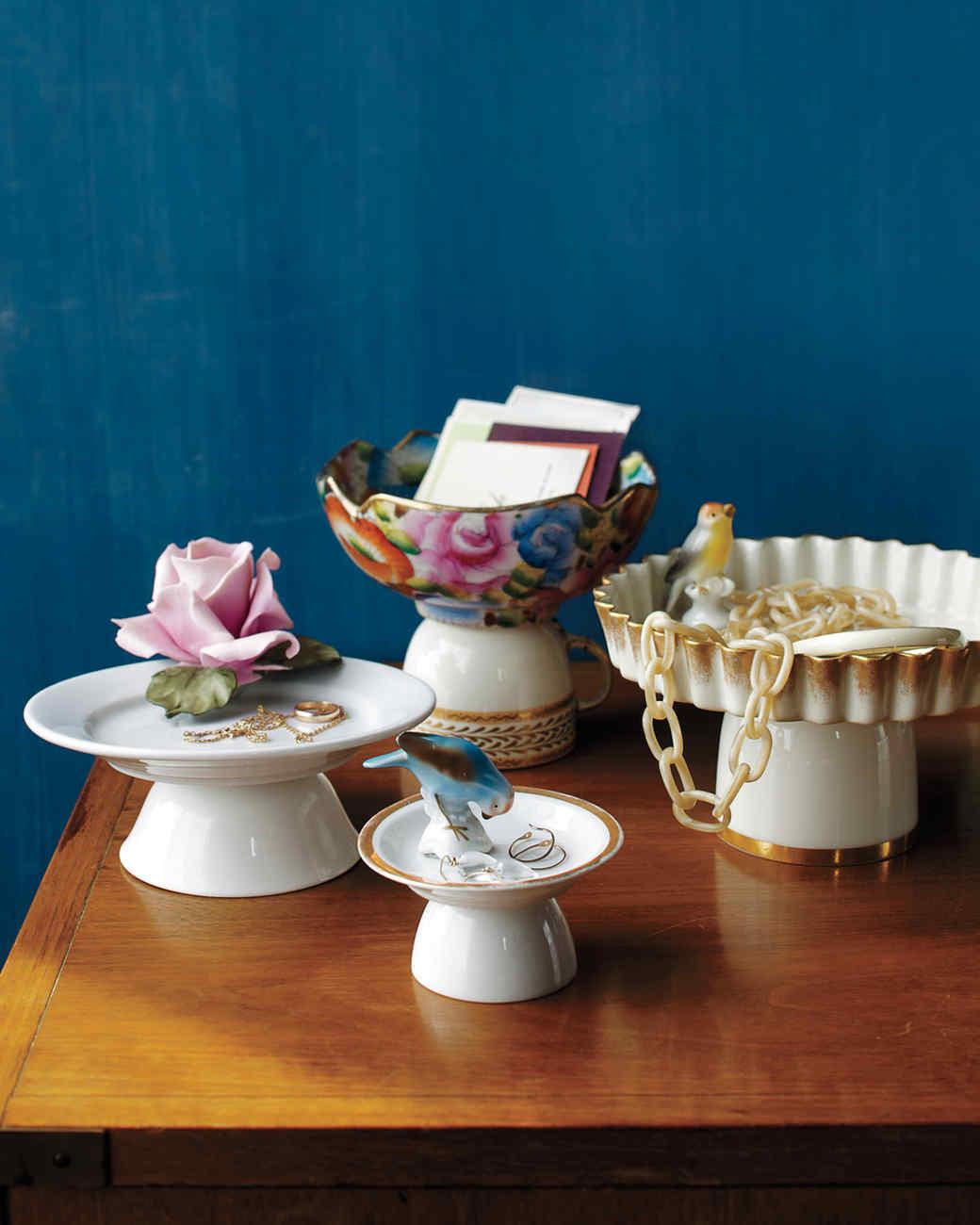 cakestands-dresser-mld108936.jpg