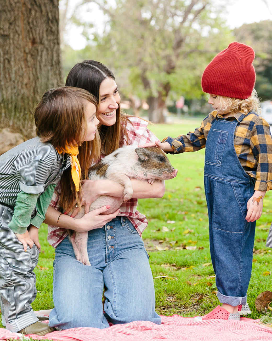 """A """"Charlotte's Web""""-Inspired Birthday Party That Celebrates Spring"""