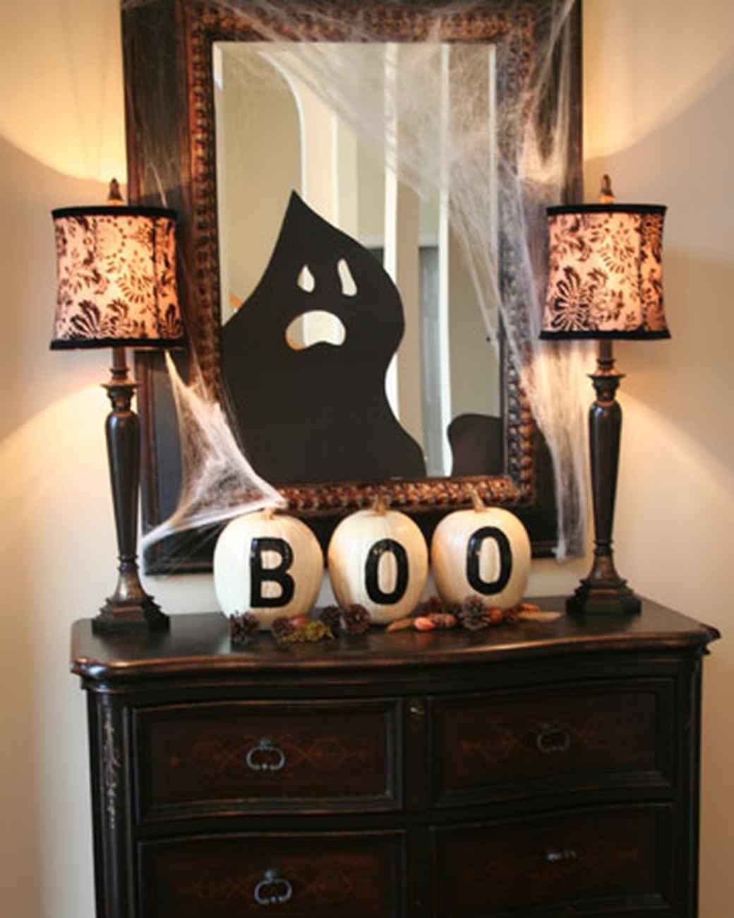 halloween_ugc09_ghost_mirror.jpg