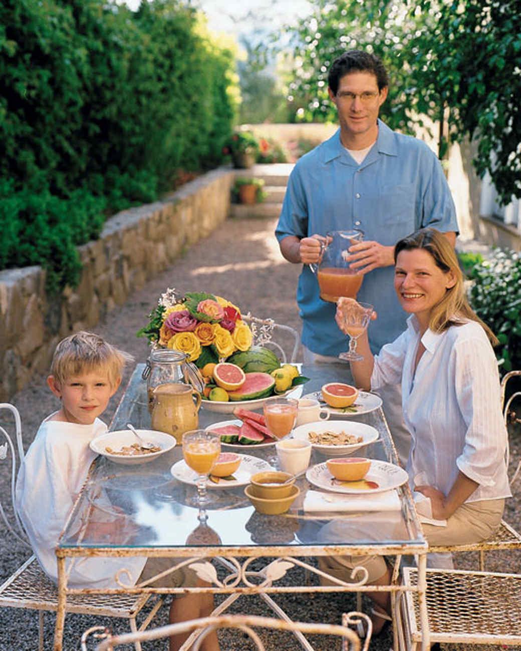 ml0904welc14_sept2004_family.jpg