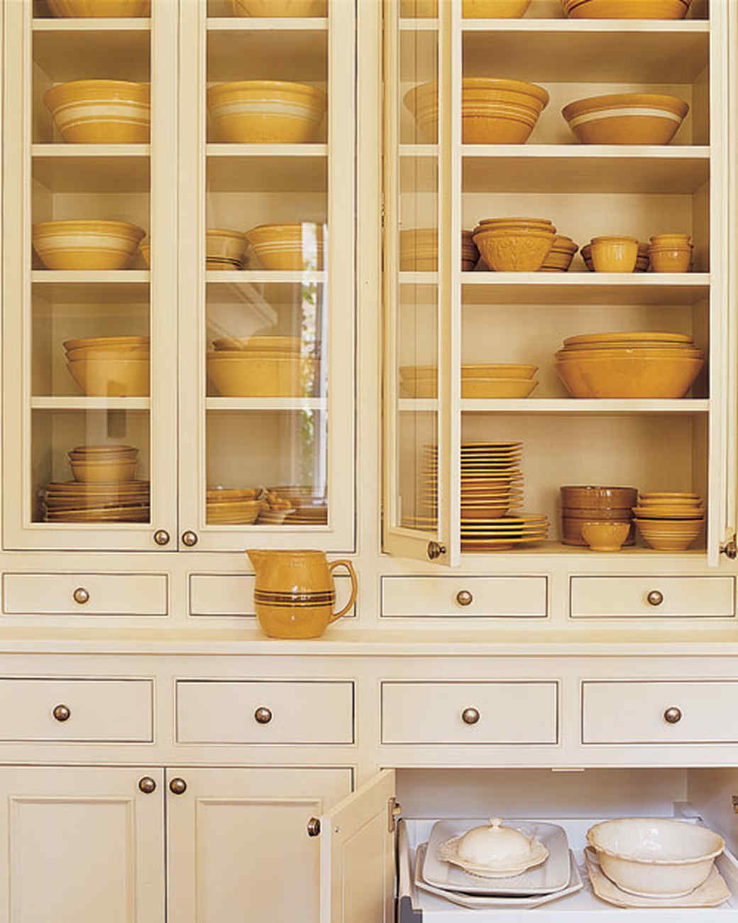 Organized kitchens for Arranging dishes in kitchen cabinets