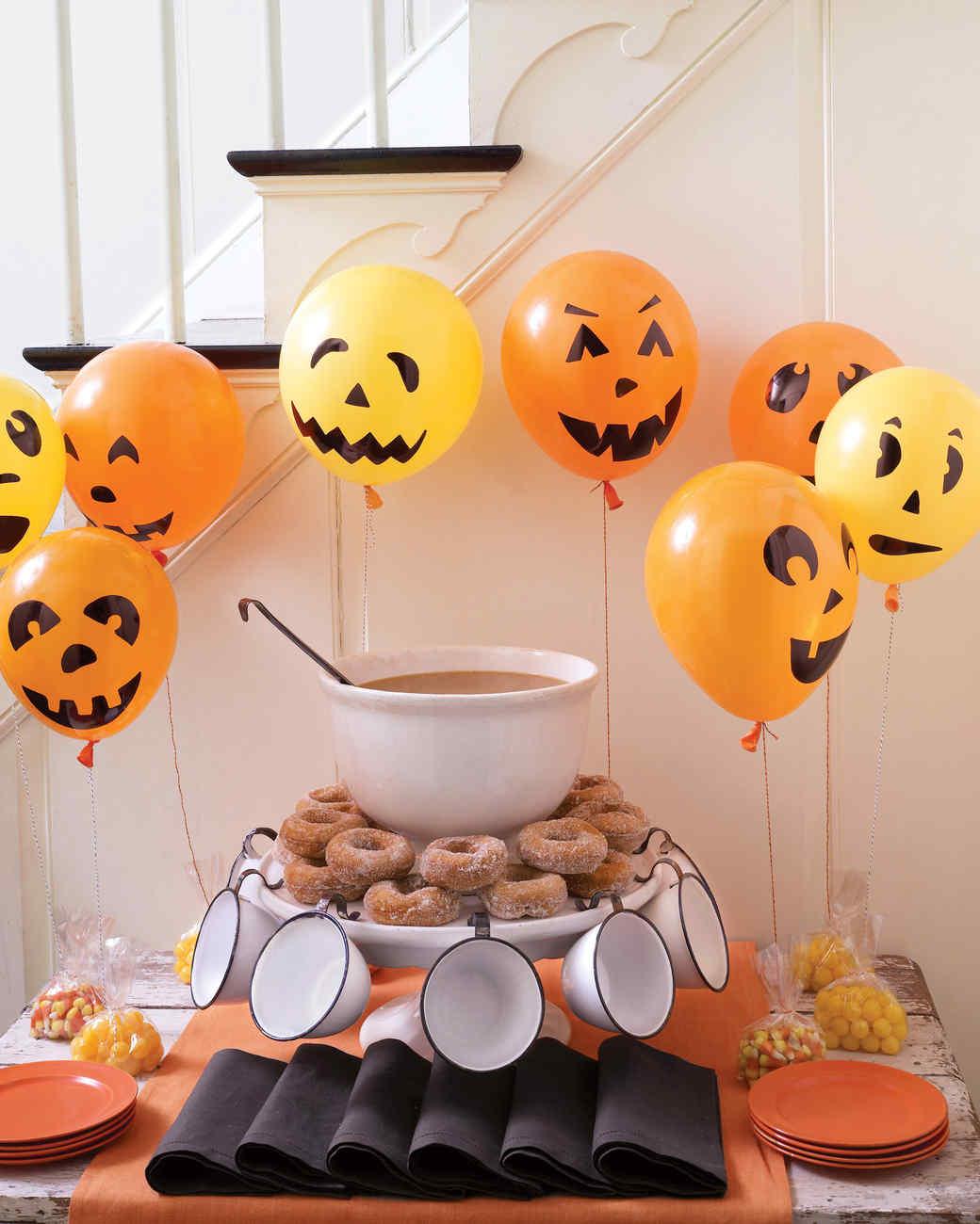 msd104470_hal09_pumpkinfaces.jpg