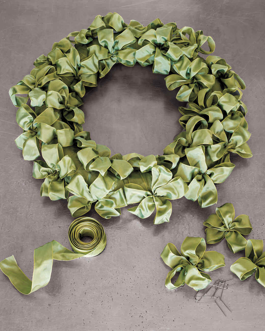 ribbon wreath - How To Make A Christmas Bow For A Wreath