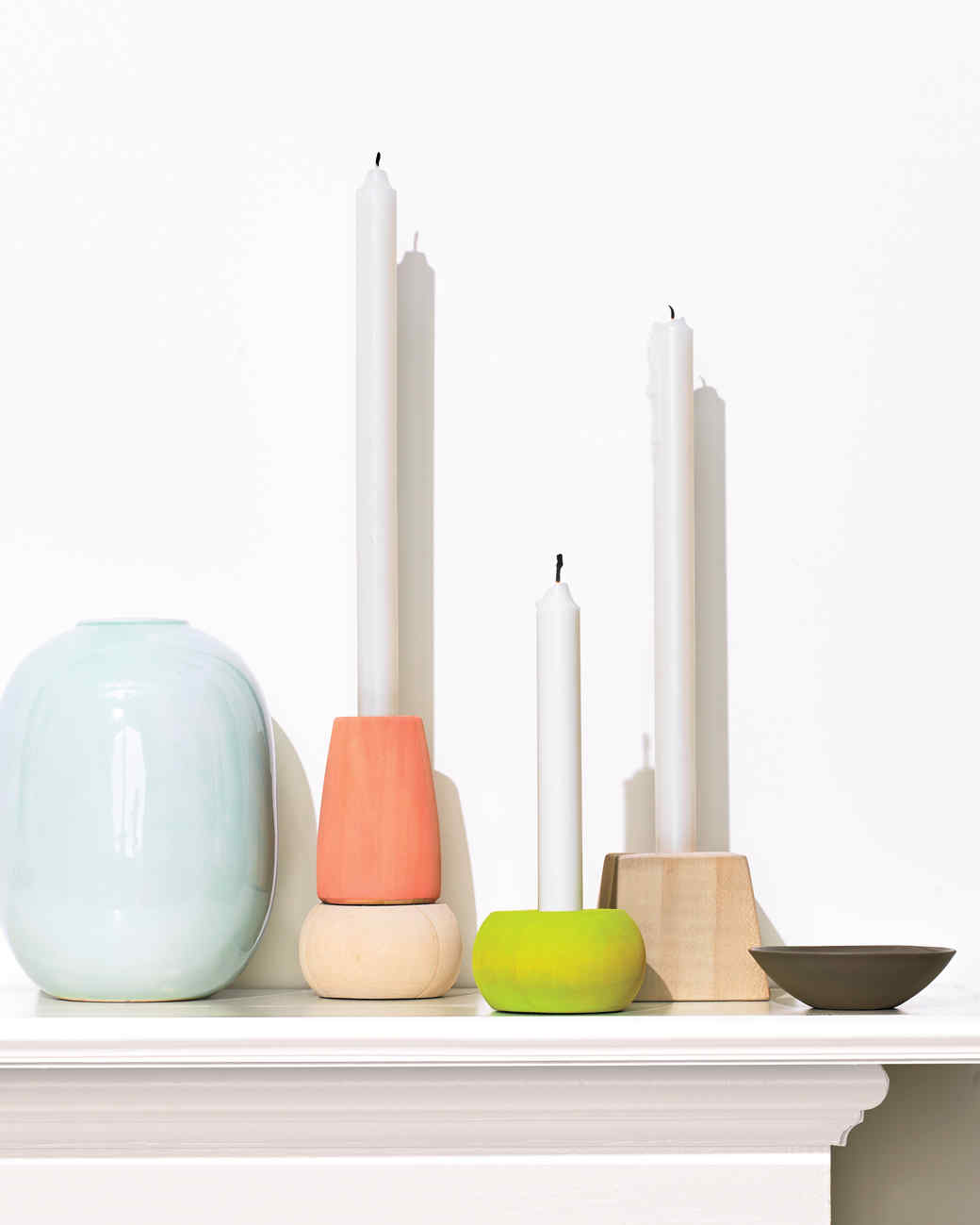 candles-on-mantle-365-d111491.jpg