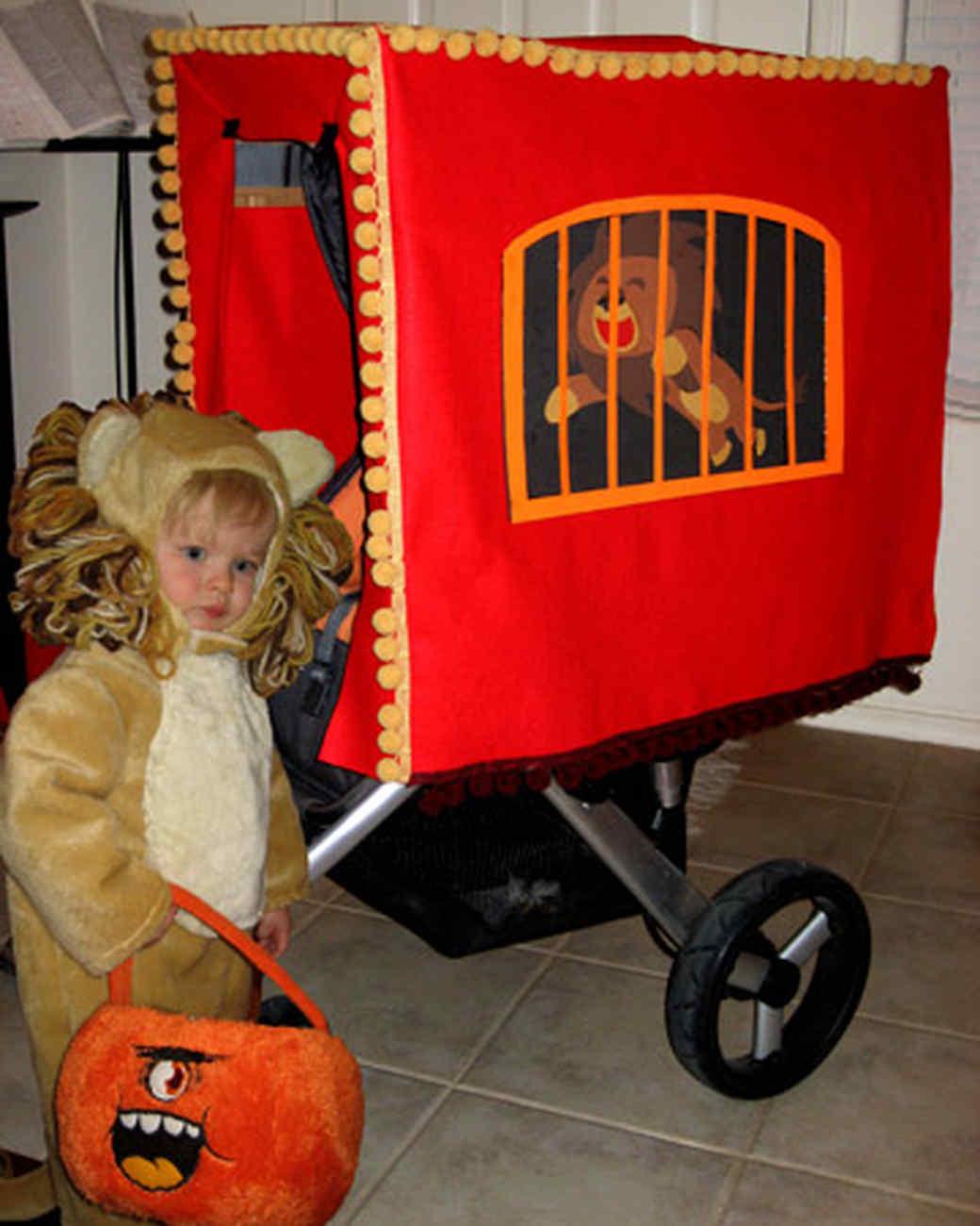 halloween_ugc09_lion_stroller.jpg