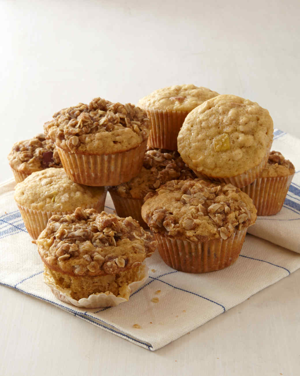 apple-oat-muffins-0091-d112215.jpg