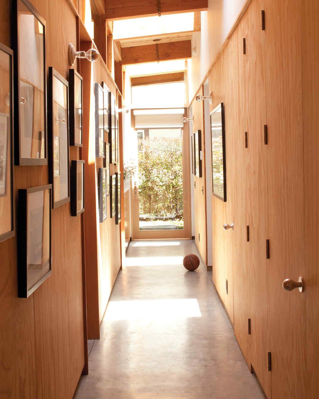 beach-house-hall-0811mld107442.jpg