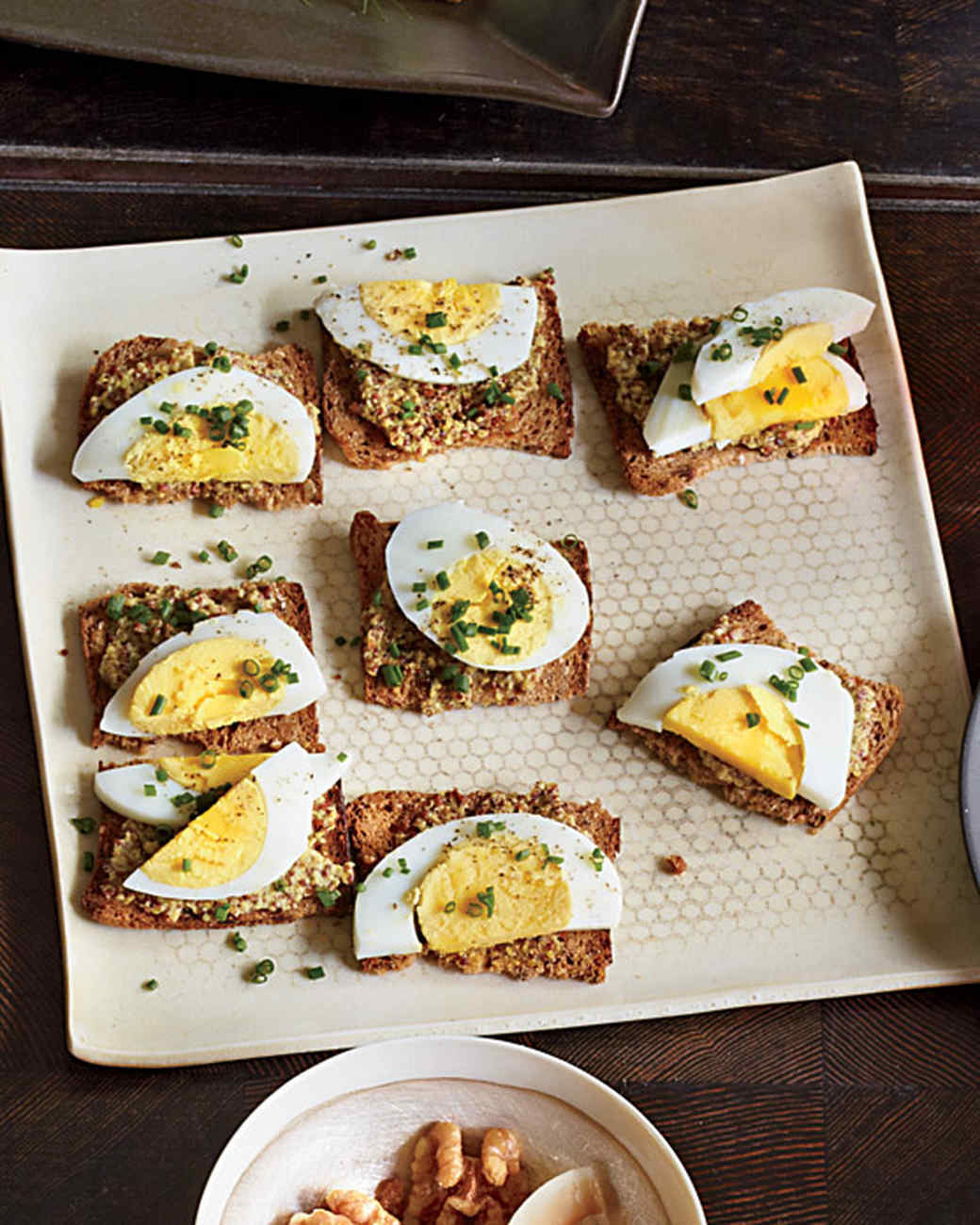 egg-mustard-crackers-mbd108014.jpg