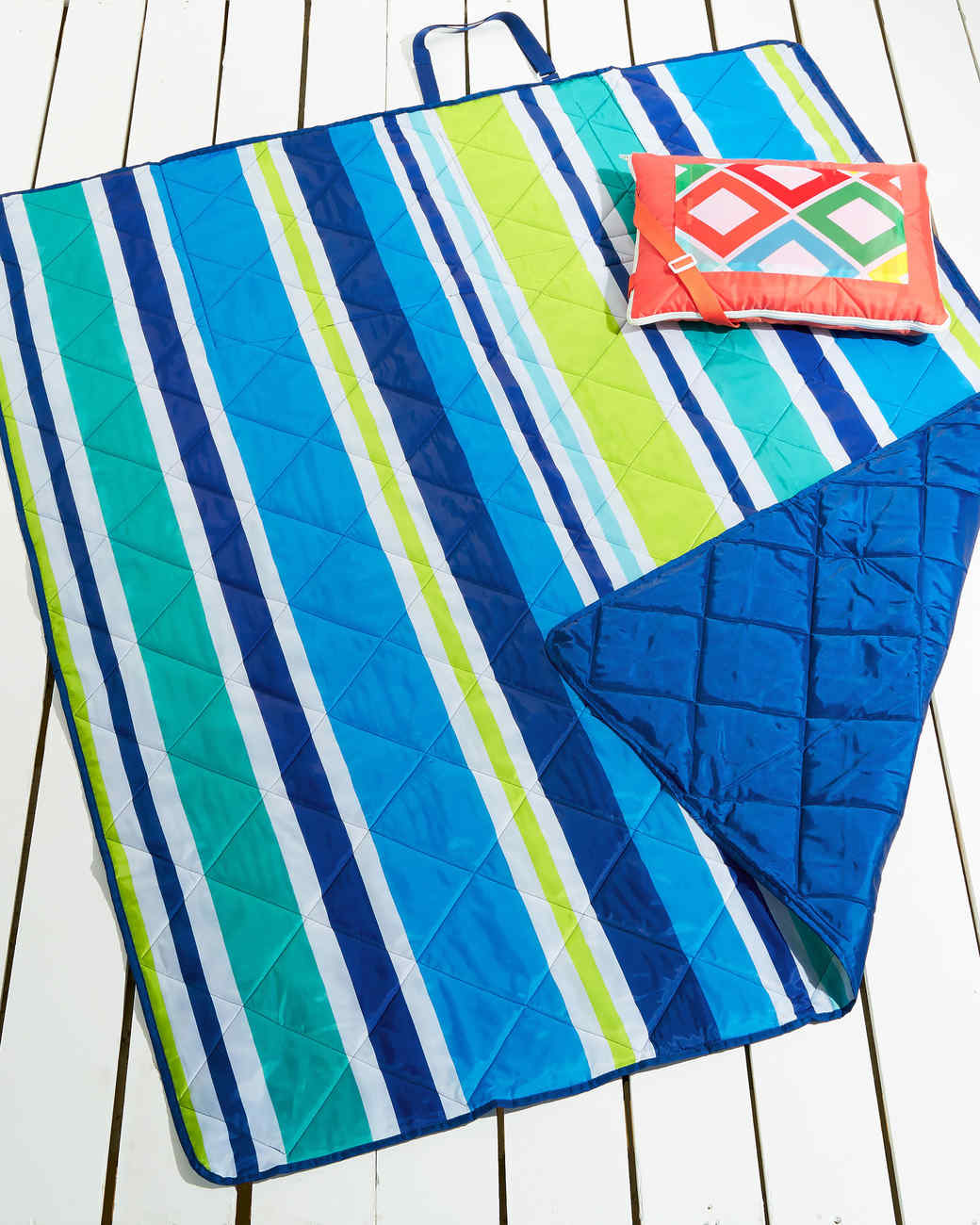 blue and green beach blanket