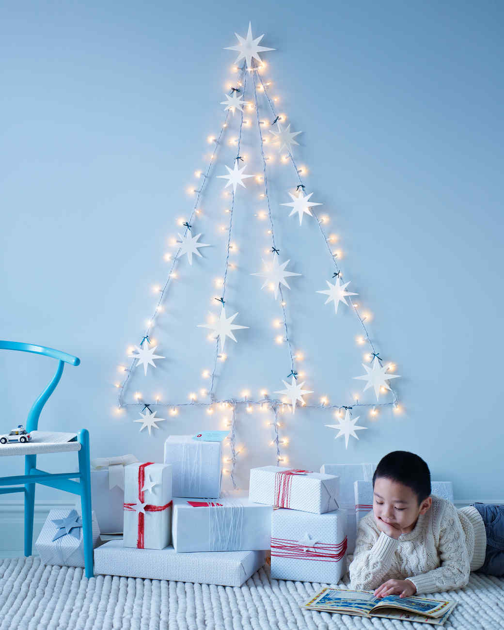 string light wall tree with felt star ornaments - Best Way To String Lights On A Christmas Tree