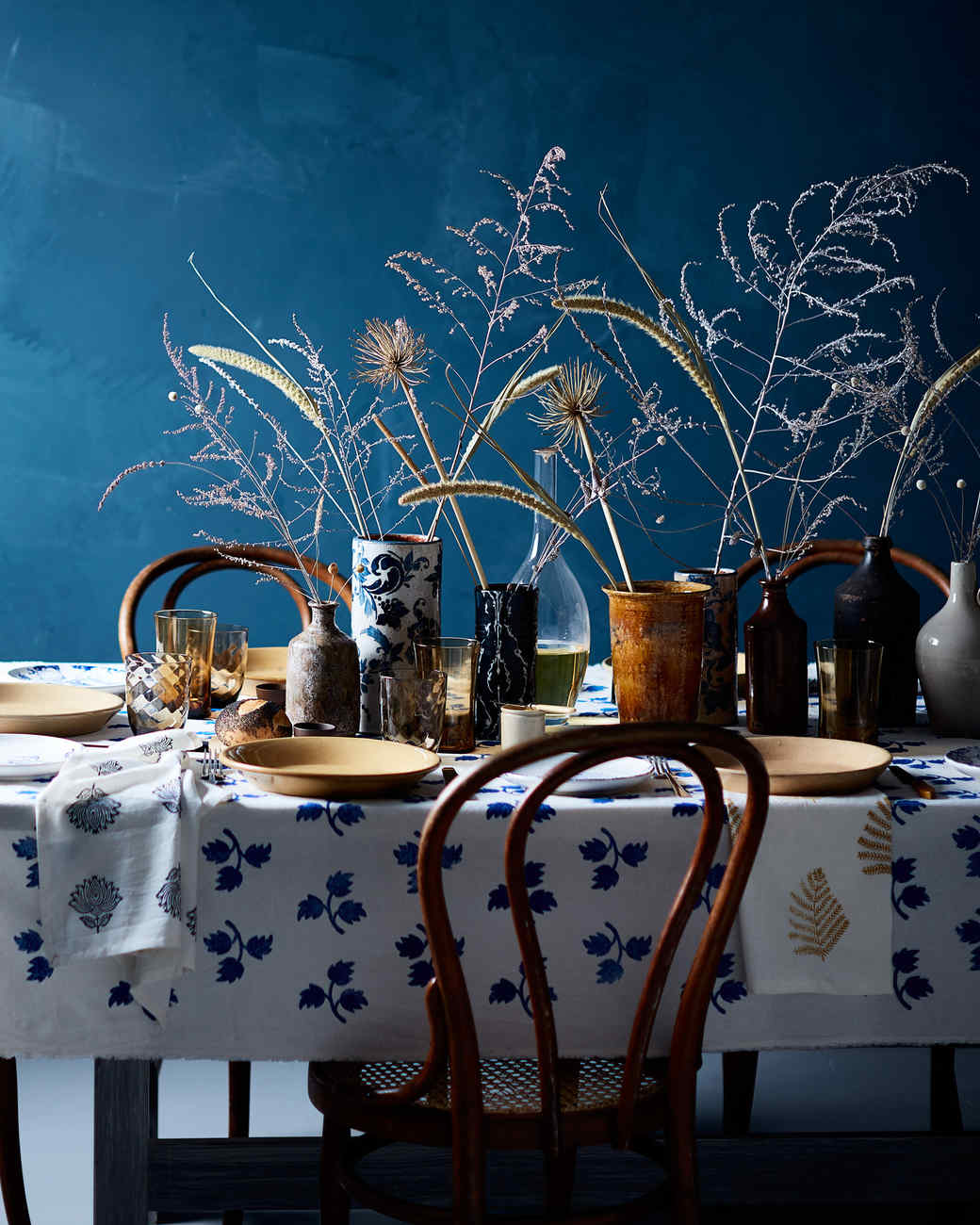 blue thanksgiving table spread table setting & Thanksgiving Table Settings to Wow Your Guests