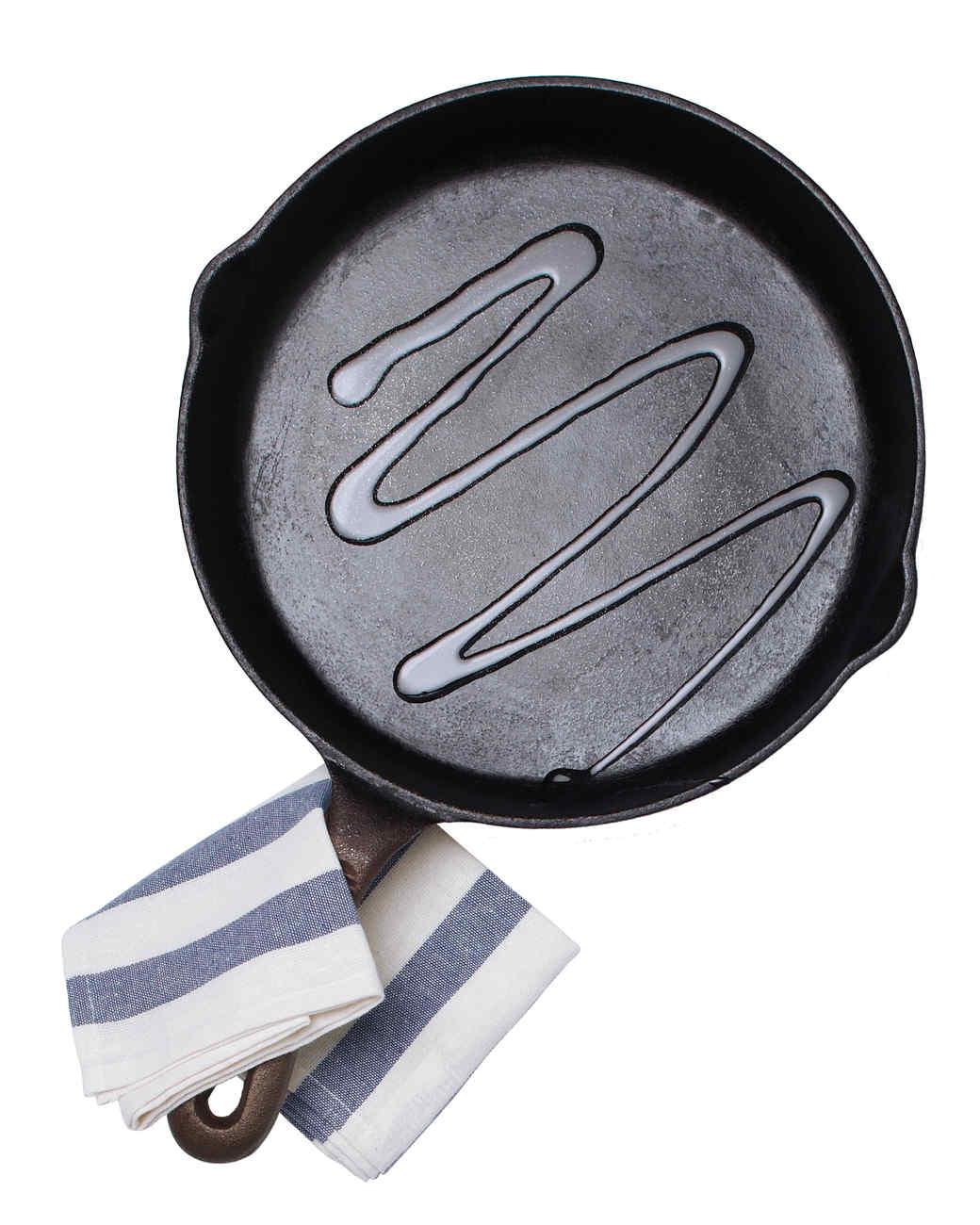 cast-iron-skillet-219-mld110686.jpg