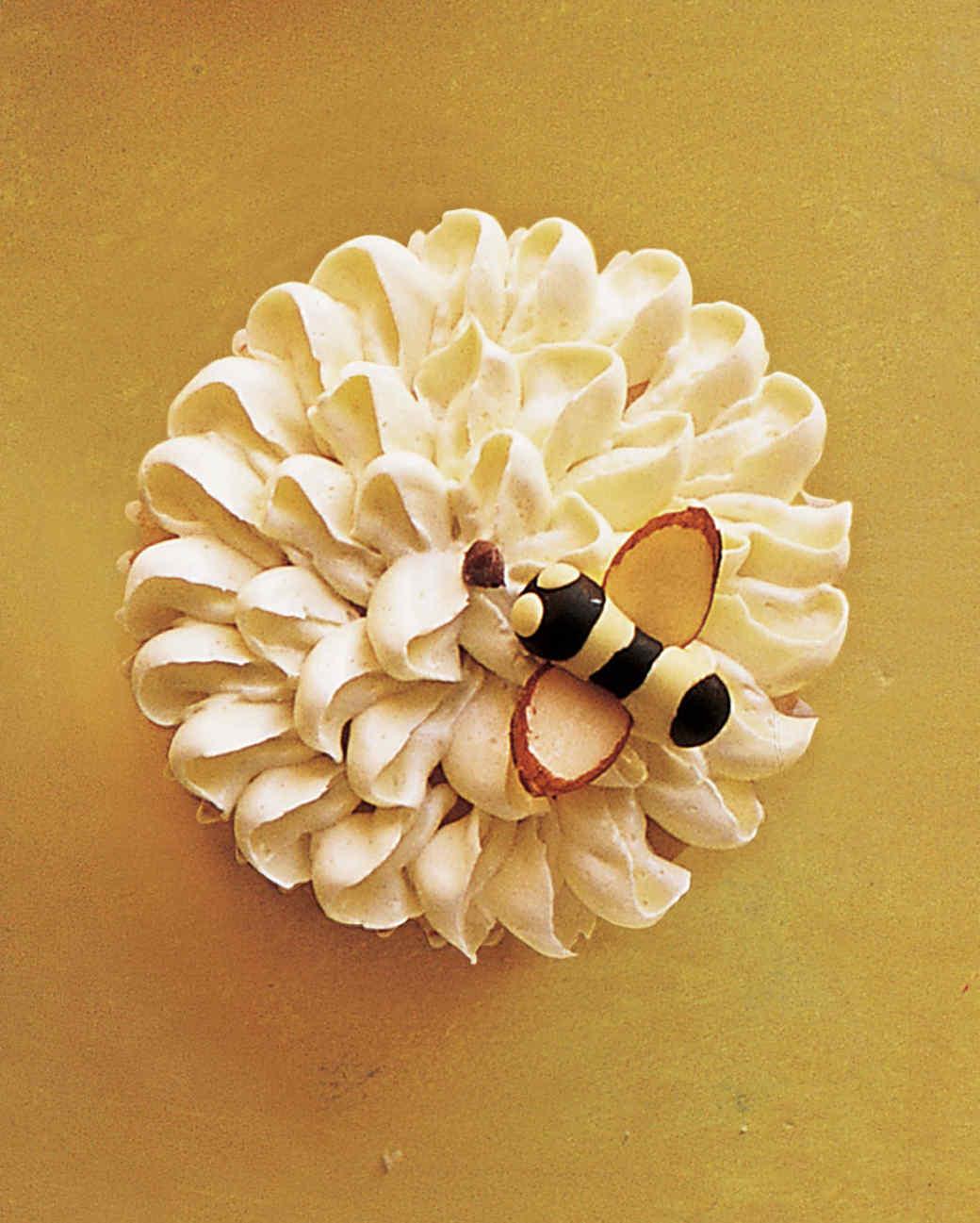 bee on flower cupcake