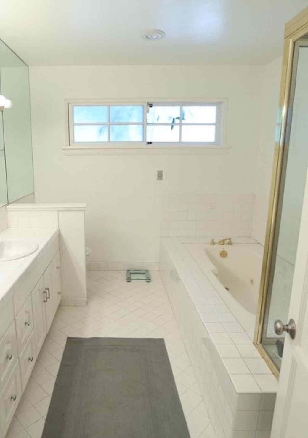 bathroom-remodel-modern-0815-11a_sq.jpg (skyword:290167)