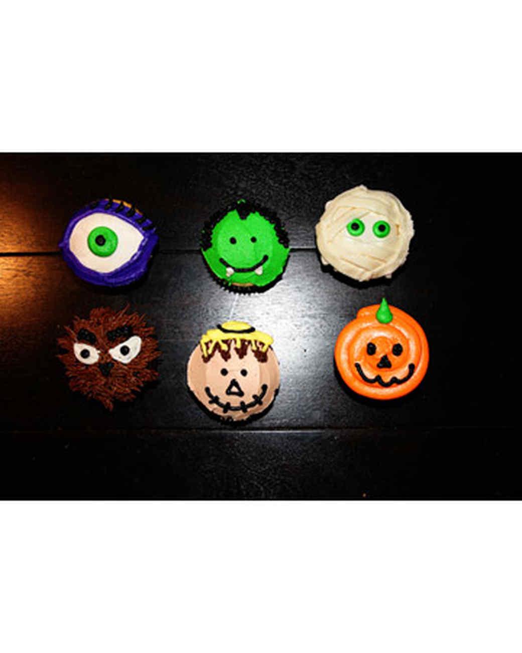 halloween_ugc09_monster_cupcakes.jpg