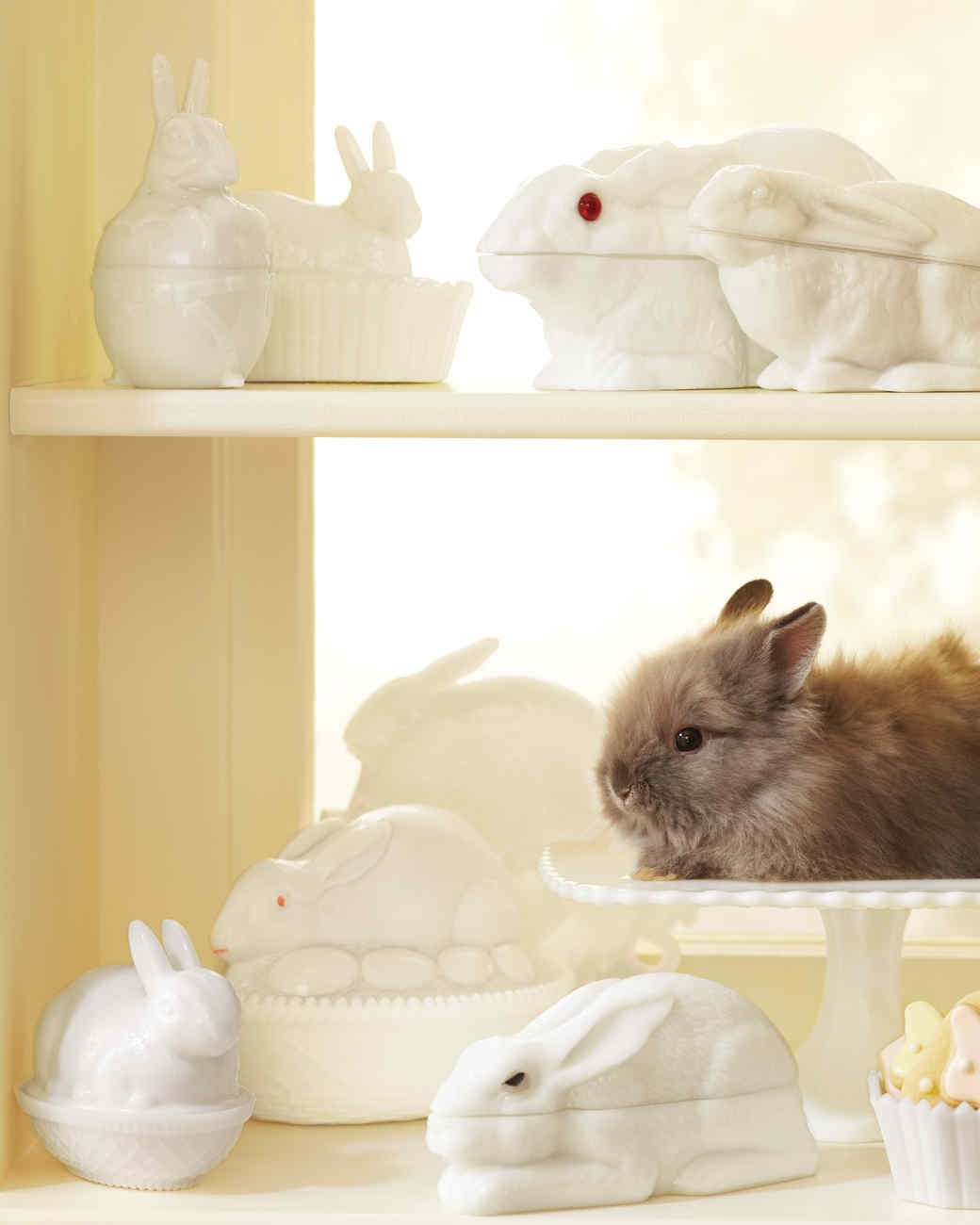 mld106987_0411_bunnies_milkglass.jpg