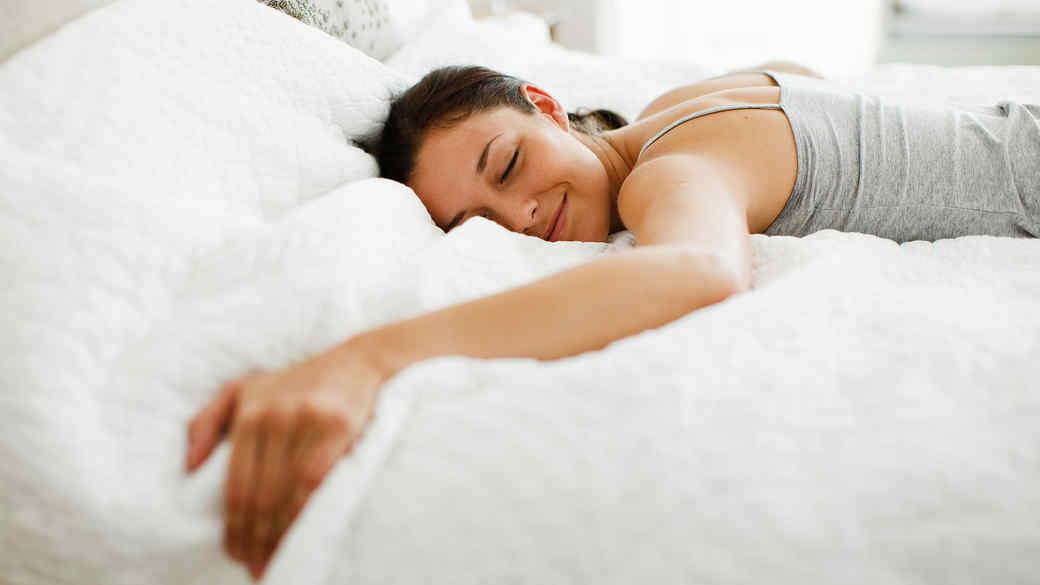 woman-happily-sleeping-0919-opus