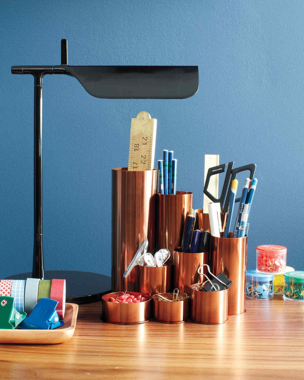 desk-detail-supplies-238-md110720.jpg