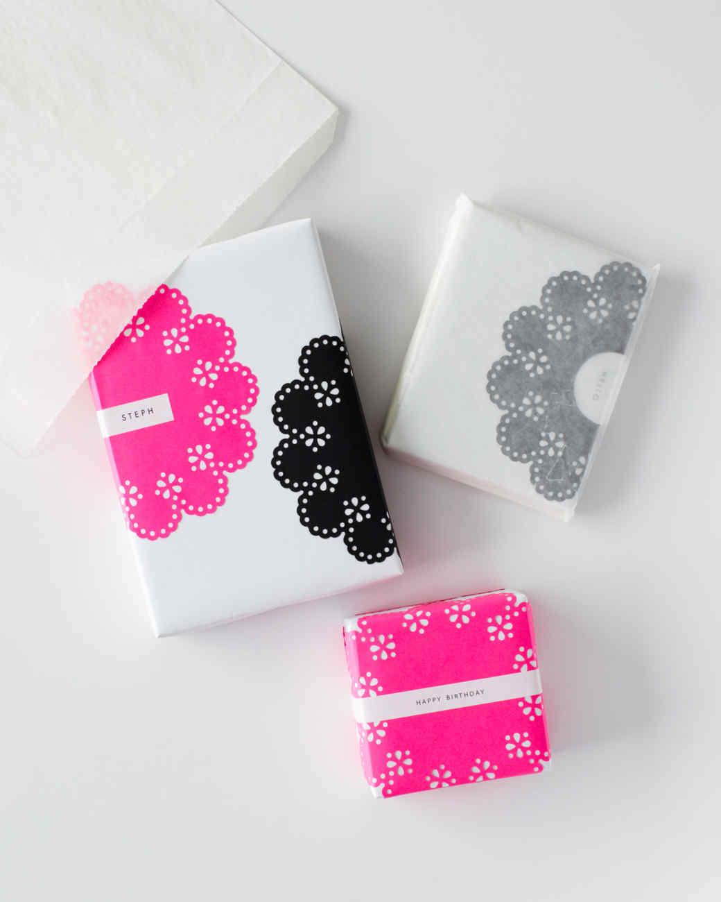 Scalloped-Circle Gift Wrap