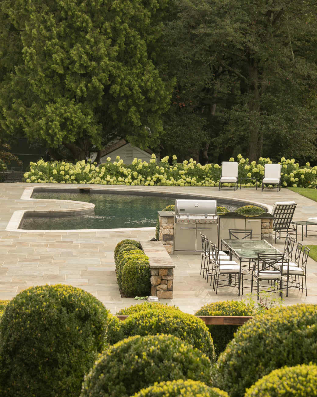 This Elegant Family Garden in Connecticut Proves That an All-Green Space Can Be Beautiful