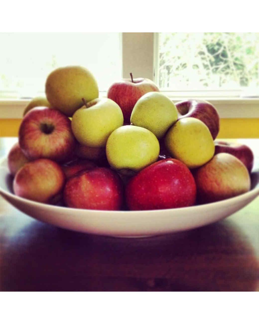 halloween-hunt-ugc-apples-jencardc.jpg