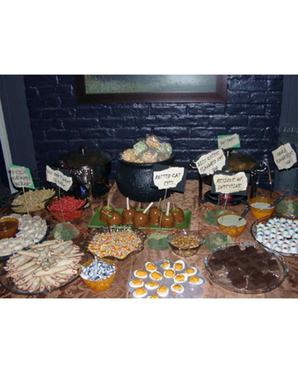 halloween_ugc09_creepy_party_table.jpg