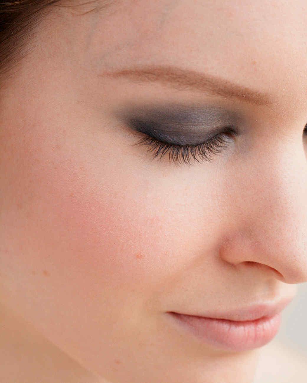 beauty-center-smokey-eyes-2-d108198.jpg